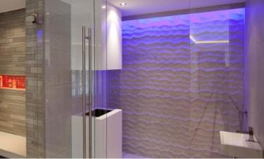 Modernes Badezimmer mit Lumina Lichtwelten