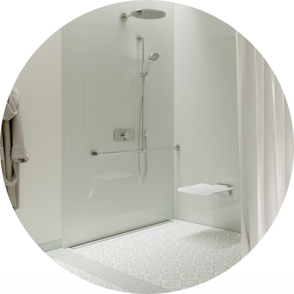 moderne, barrierearme Dusche für ein barrierefreies Badezimmer