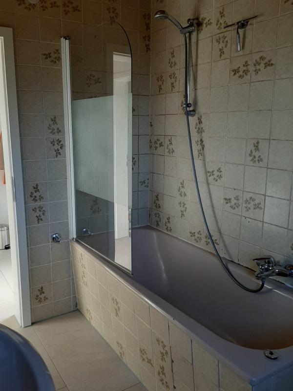Altes Badezimmer vor der Renovierung durch Lumina