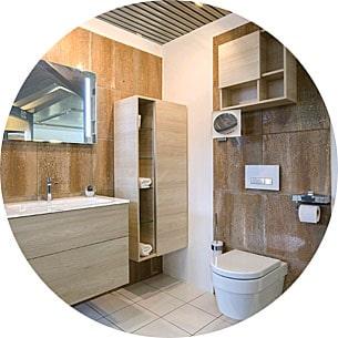 Abbildung Badezimmer mit WC und Waschtisch in Holzoptik in der Lumina Badausstellung Alsfeld