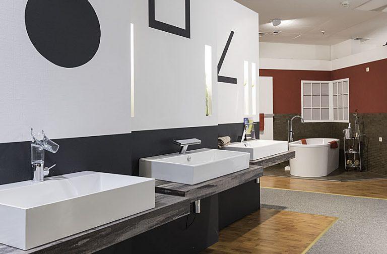 Abbildung Waschbecken und Armaturen in der Lumina Badausstellung