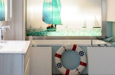 Abbildung maritimes Badezimmer in der Lumina Badausstellung Bad Salzuflen