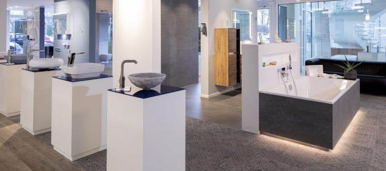 Modernes, stylisches Waschbecken in der Lumina Badausstellung