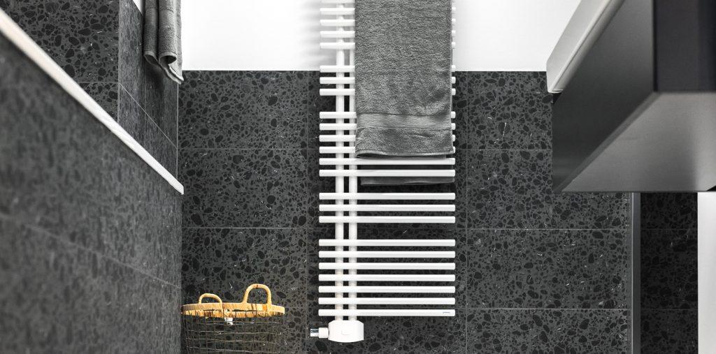 Abbildung Badezimmer mit Badheizkörper für Handtücher