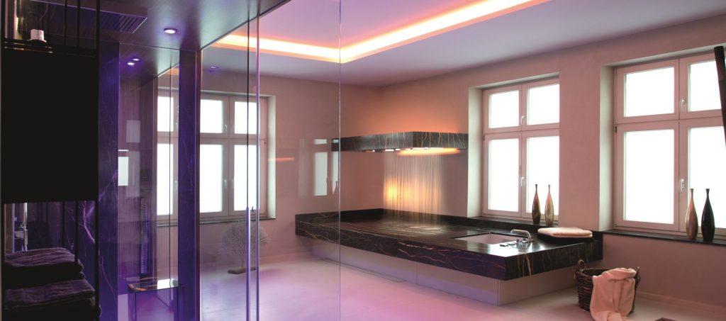 Abbildung Badezimmer mit Beleuchtung von Brumberg